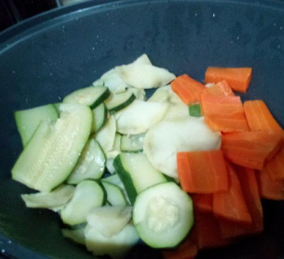 Menú: Crema de verduras y pollo en salsa con verduras. Receta optimizada